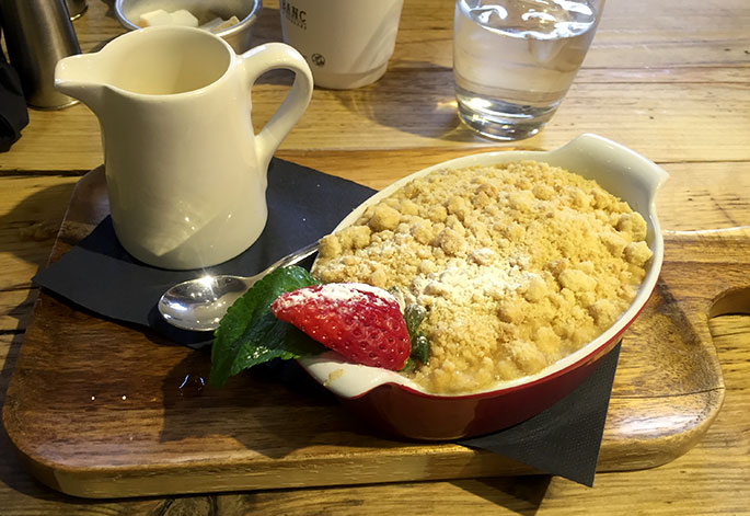 Banc Brasserie apple fig crumble