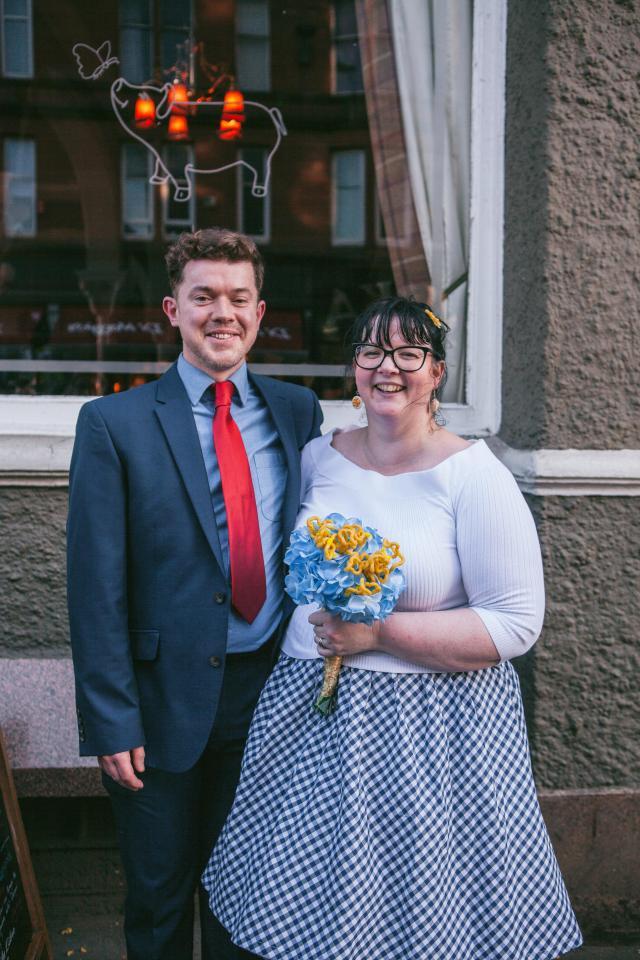 Couple has a macaroni cheese themed wedding